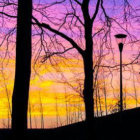 Kleurrijke zonsondergang van Judith Spanbroek-van den Broek