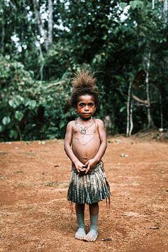 Meisje in Papoea Nieuw Guinea | Reisfotografie Fotografie Portret van Milene van Arendonk