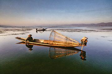 Vissers op het Inle meer in Myanmar van Frans Lemmens