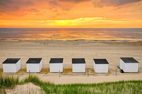 Zonsondergang op het strand van Texel 4 / Sunset on the beach of Texel 4 van