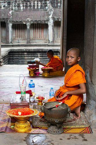 Monnik (kind) bij Angkor Wat