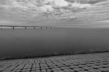 Zeelandbrücke bl/w von Nuance Beeld