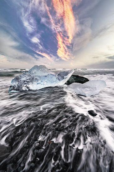 Eisblock und Wellen