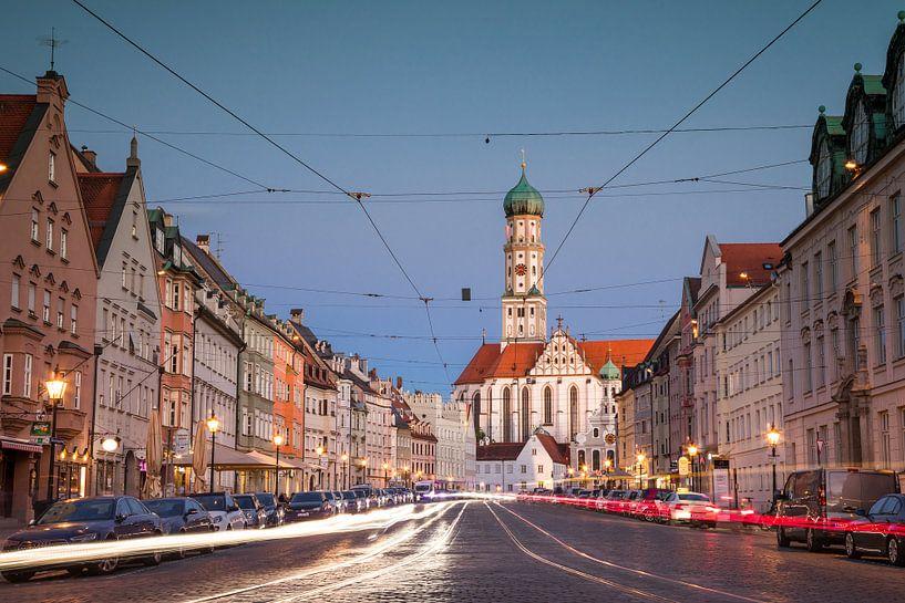 Maximilianstrasse in Augsburg met straatverlichting van Emile Kaihatu