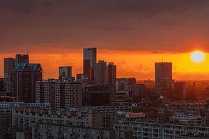 Der Sonnenuntergang über dem Stadtzentrum von Rotterdam