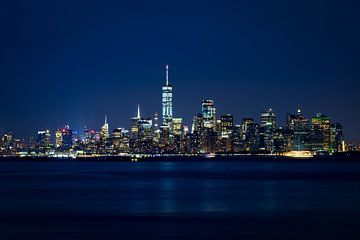 Manhattan Skyline in the twilight van