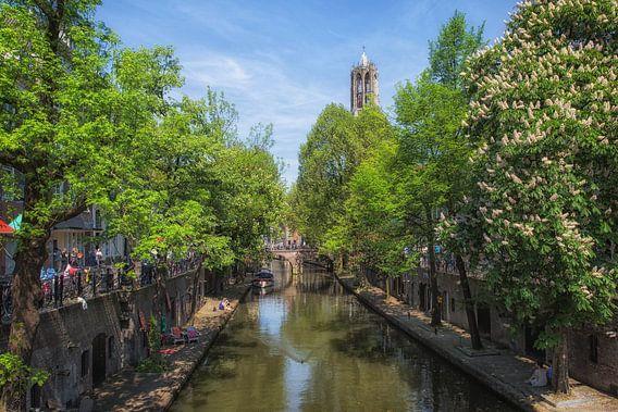 L'Oudegracht avec le Dom à Utrecht