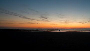 Strandspaziergang bei Sonnenuntergang von Rik Verslype