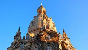 Dresdner Frauenkirche im Glanz des Sonnenuntergang von