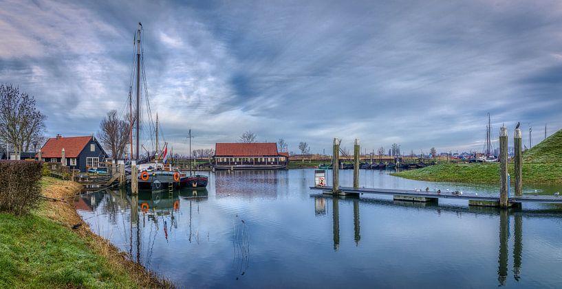 Rust in de oude Hollandse haven van Mart Houtman
