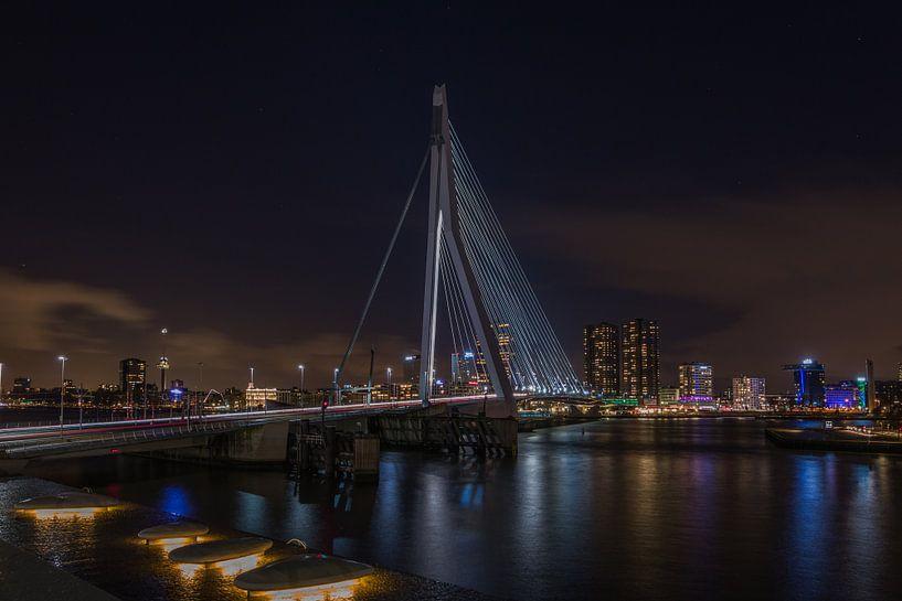 De Zwaan - Erasmusbrug - Rotterdam van Mart Houtman