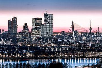 Skyline Rotterdam Euromast Erasmusbrug Wilhelminaplein en Kop van Zuid sur Midi010 Fotografie