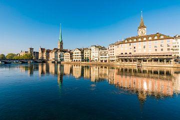Oude stad van Zürich met Fraumünster en St. Peter van Werner Dieterich
