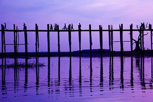 Zonsondergang U-Bein brug, Mandalay Myanmar van