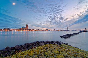 Beau ciel nuageux sur Dordrecht sur Anton de Zeeuw