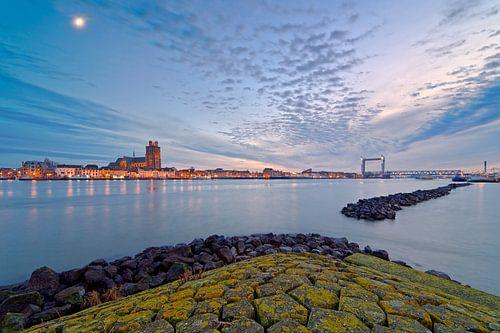 Schöne bewölkten Himmel über Dordrecht
