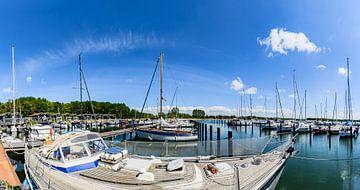 idyllische jachthaven Gustow in een romantische lagune op het eiland Rügen van GH Foto & Artdesign