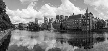 Binnenhof Den Haag met Hollandse luchten van Arthur Scheltes