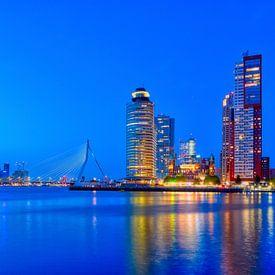 Blauwe uur met uitzicht op Erasmusbrug en Kop van Zuid van Ardi Mulder