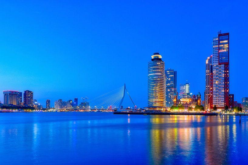 Heure bleue avec vue sur le pont Erasmus et le Kop van Zuid sur Ardi Mulder