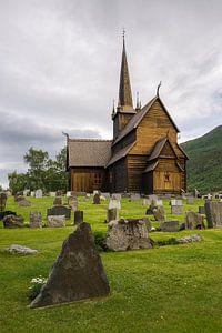 Houten staafkerk met kerkhof in Lom, Noorwegen