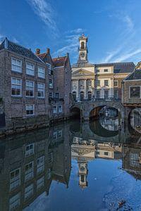 Stadhuis van Dordrecht op een zonnige middag