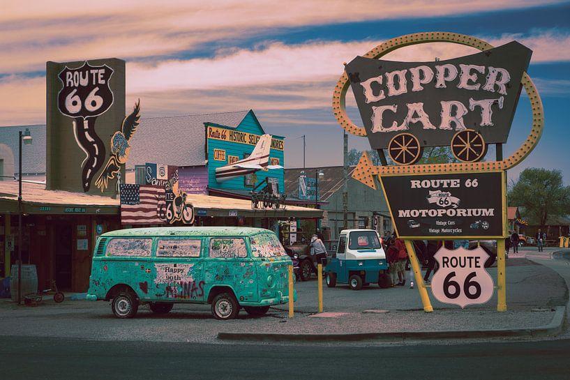 Route 66, altes Auto und Werbeschilder von Inge van den Brande