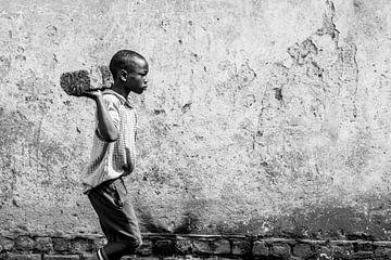 Es ist harte Arbeit, in den Slums von Uganda zu überleben von Milene van Arendonk
