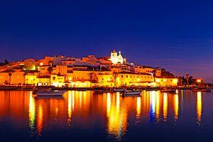 Ferragudo bij nacht - een typisch middeleeuws stadje in de Algarve Portugal