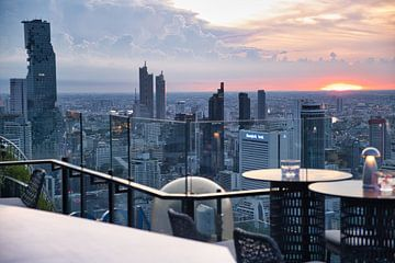 Zonsondergang op dakterras Bangkok van Bernd Hartner
