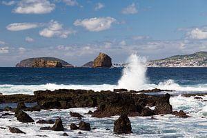 Zicht vanaf de plaats Madalena op het eiland Pico, Azoren op Faial van
