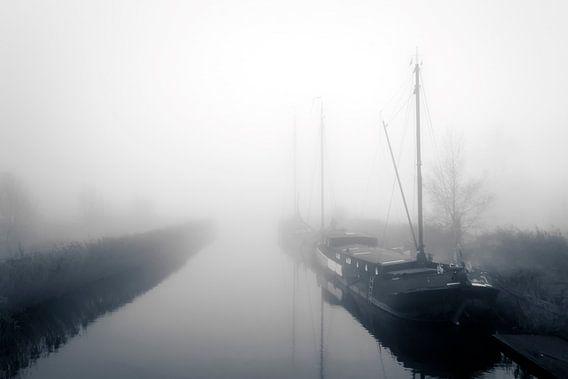Woonboten in de mist