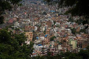 Stadsgezicht Kathmandu Nepal van Marilyn Bakker