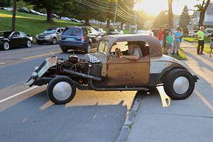 Oldtimer / Classic Car @ sunset  in Bennington, Vermont (2) van Kurt Vanvelk