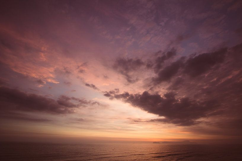 Zonsondergang Lima van Tomas Grootveld
