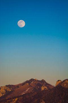 Volle maan boven de Alpen van Martin Wasilewski
