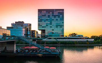 Düsseldorf am Hafen mit Sonnenuntergang von Mustafa Kurnaz