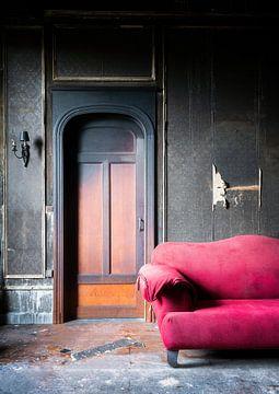 Abgebrannter Raum im verlassenen Schloss. von Roman Robroek