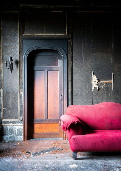 Verbrande Kamer in Verlaten Kasteel. van Roman Robroek