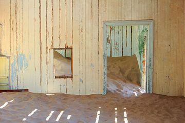 Verlassenes Wartezimmer, Kolmanskop von Inge Hogenbijl