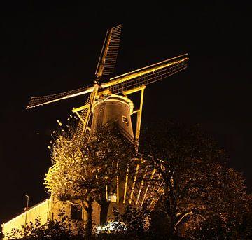 Molen de Windhond bij nacht. von Joost Coffeng