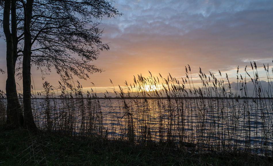Zonsondergang bij de Loenderveense plas, Oud Loosdrecht, Wijdemeren, Noord Holland, Nederland