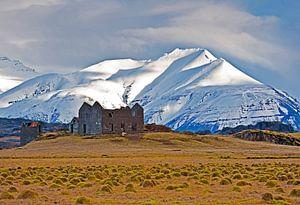 Ruïne in IJsland van Anton de Zeeuw
