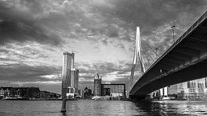 Donkere wolken boven Rotterdam Zuid van