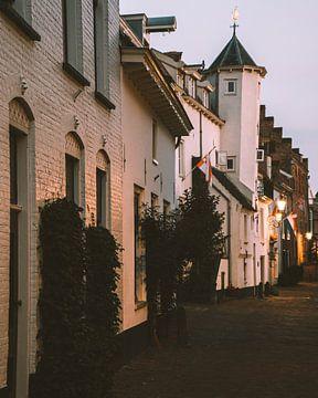 Wit torentje in de Muurhuizen van Amersfoort van Michiel Dros