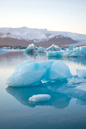 Jökulsárlón Gletsjer meer met ijsschots, Ijsland