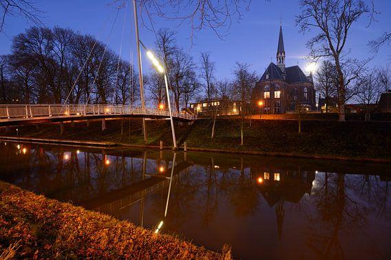 Catharijnesingel in Utrecht met Martinusbrug en Sint-Martinuskerk