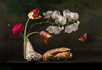 Bloemstilleven met tulpen en het zeeleven