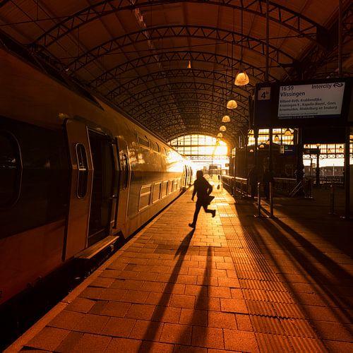 Man rent om trein te halen van