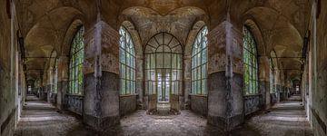 Panorama dans un hôpital de délabrement abandonné en Italie sur Beyond Time Photography